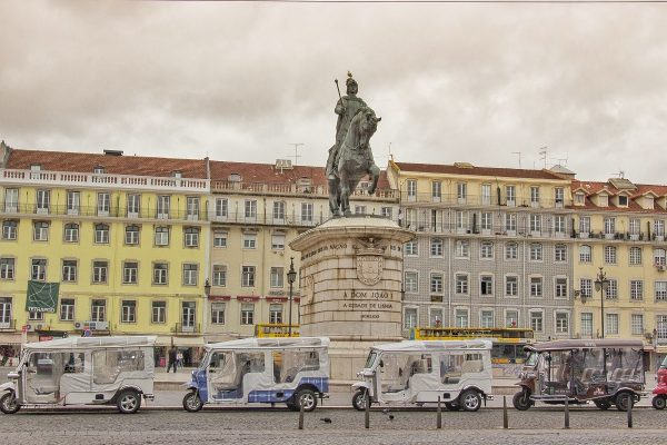 Le tuk-tuk : moyen ludique pour visiter Lisbonne