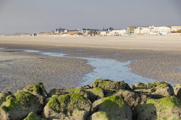 Vue sur l'esplanade de Berck depuis la plage