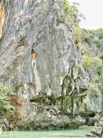 Ile en forme de piranha dans la baie de Phang Nga, sur le chemin de la James Bond Island