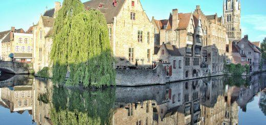 Visiter Bruges et ses spots photos inévitables : ici au bord du canal