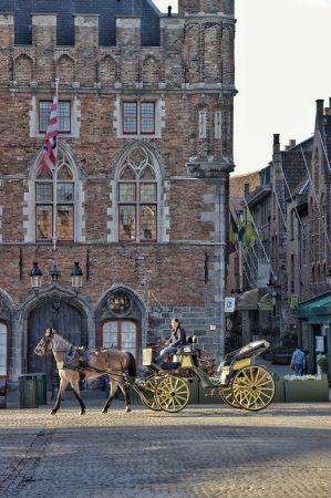 Une calèche dans le centre-ville de Bruges