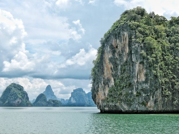 Dans la baie de Phang Nga en Thailande