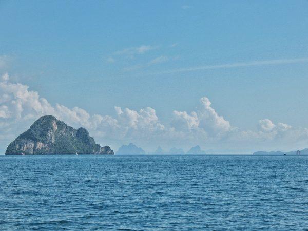 Paysage sur la mer d'Andaman que l'on traverse en allant vers Koh Phi Phi