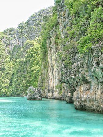 Le lagon Pileh et ses eaux bleu turquoise