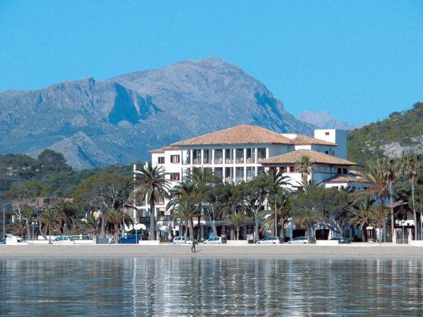 L'hôtel Hoposa Uyal dans le port de Pollença (source image : Booking.com)