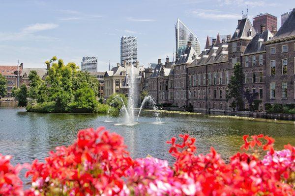 Visiter La Haye passe par les incontournables Hofvijver et Binnenhof