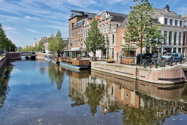 Canal dans le centre-ville de La Haye