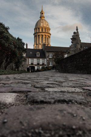 La cathédrale de Boulogne sur Mer au lever du soleil