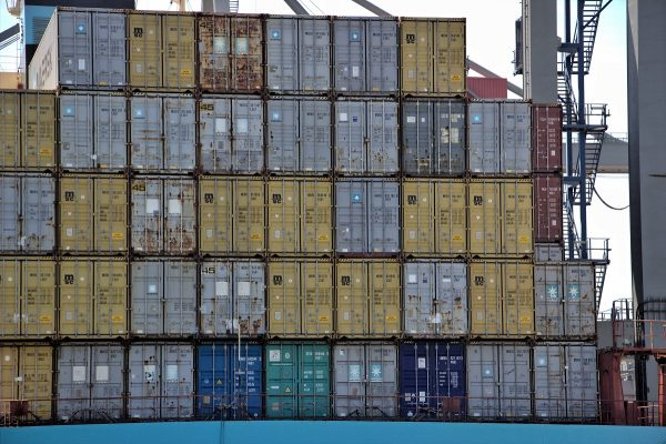 Les containers dans le port de Rotterdam