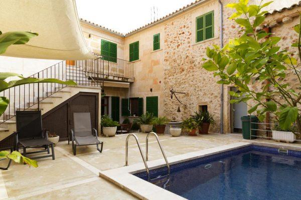 La villa Finca Pina (source image : Booking.com)