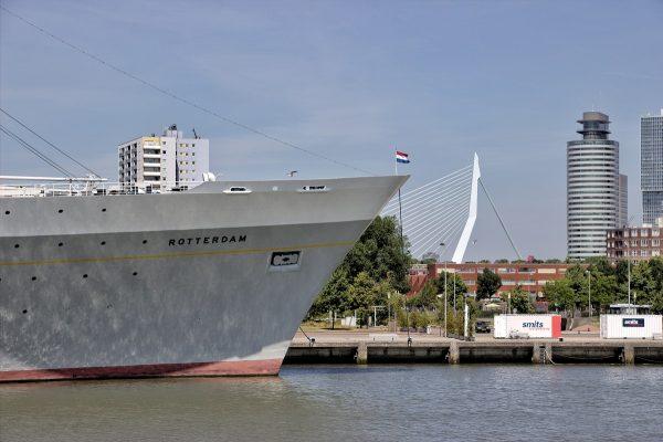"""Le navire """"Rotterdam"""" à quai dans le port de Rotterdam"""