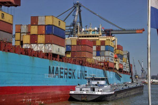 Containers dans le port de Rotterdam