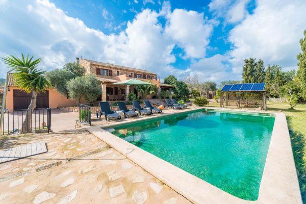 La villa Son Homar de Dalt (source image : Booking.com)