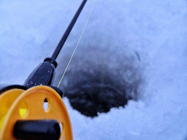 La pêche sur la glace en Laponie