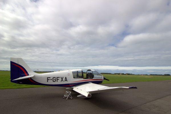 Un avion permettant de faire un baptême de l'air au-dessus du grand site des deux caps
