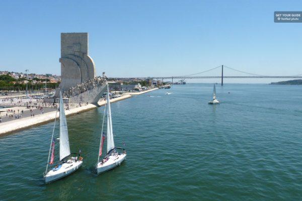 Voiliers à Bélem pour faire une croisière à Lisbonne