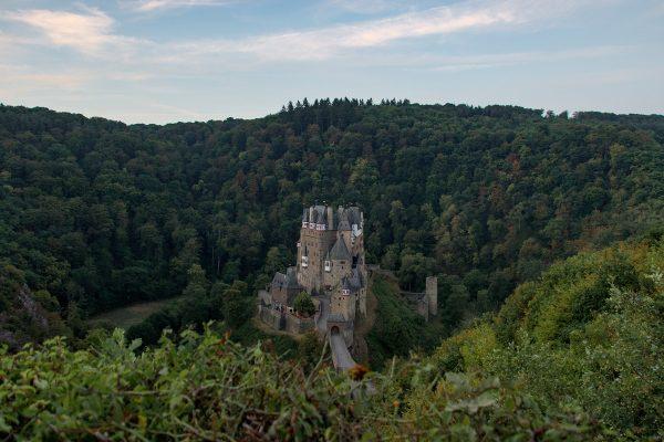 Château de Eltz avant le lever du soleil