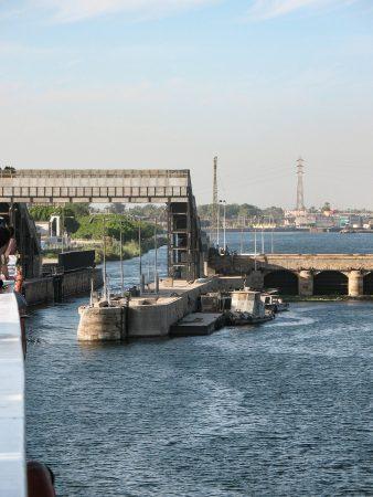 Le passage d'une écluse sur le Nil
