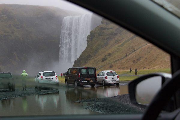 La pluie en Islande, facteur à prendre en compte pour conduire une voiture