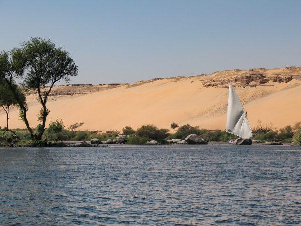 Dunes de sable au bord du Nil