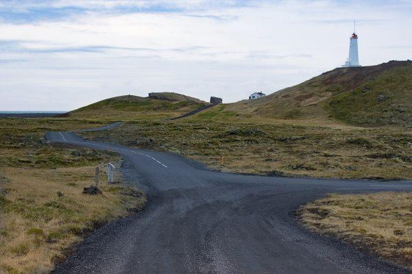 Petite route en Islande près de la côte