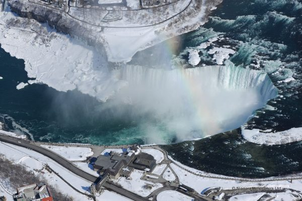 Chutes de Niagara l'hiver vues du ciel