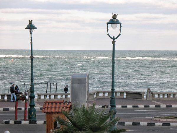 Sur la corniche à Alexandrie
