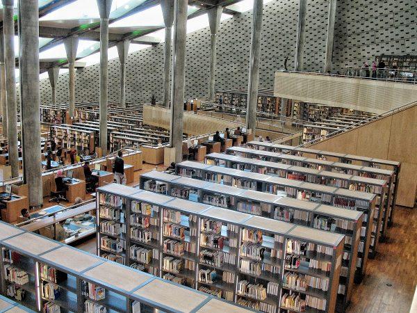 L'intérieur de la bibliothèque d'Alexandrie