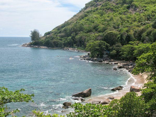 La petite plage d'Ao Sane dans le sud de Phuket