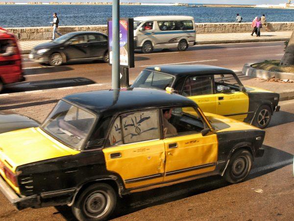 Les taxis jaune et noir à Alexandrie