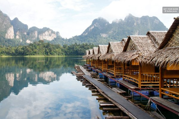 Sur le lac de Cheow Lan
