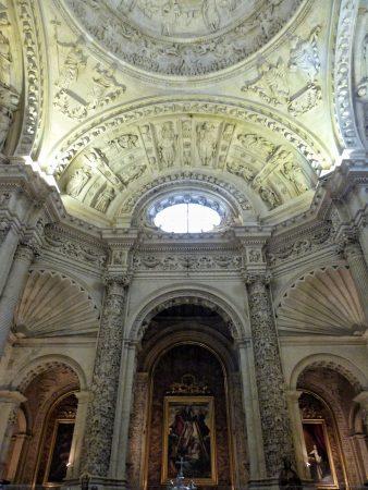 A l'intérieur de la cathédrale de Séville