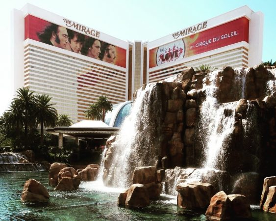 L'hôtel Mirage à Las Vegas où se joue le spectacle LOVE par la troupe du Cirque du Soleil