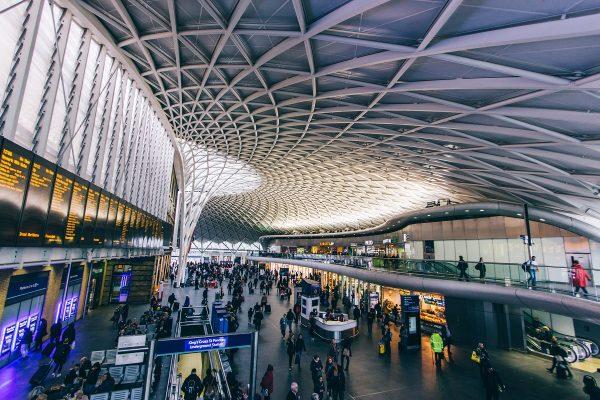 L'intérieur de la gare King's Cross à Londres
