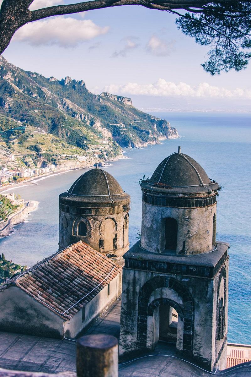 Dans le village de Ravello sur la Côte Amalfitaine