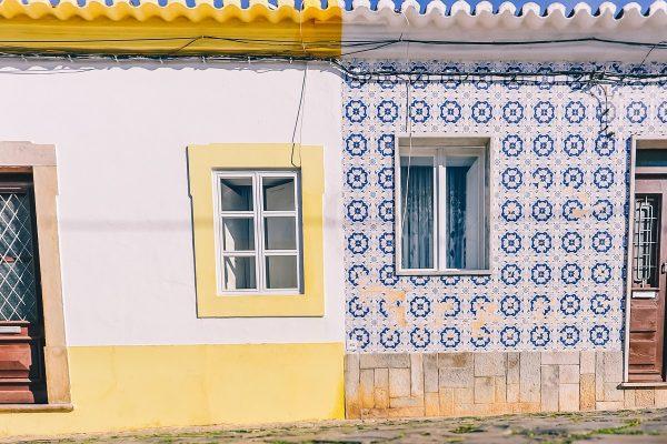 Façades colorées dans Tavira