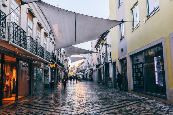 Rue commerçante de Faro