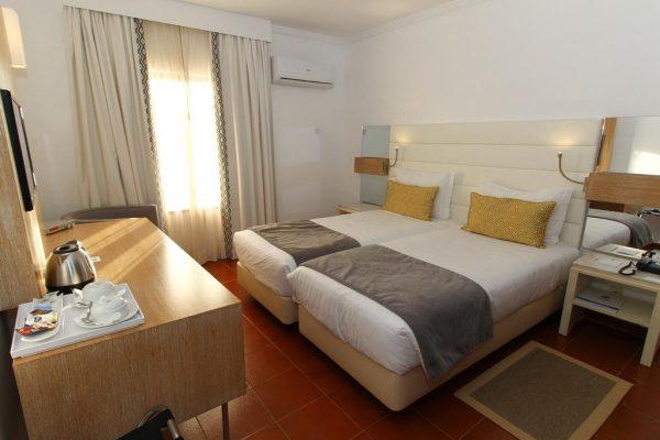 Une chambre du Best Western Hotel Dom Bernardo à Faro