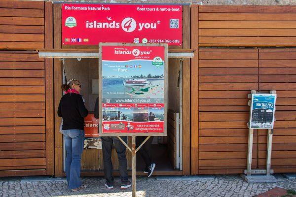 """Le stand d' """"Islands 4 you"""" sur le port de Faro"""