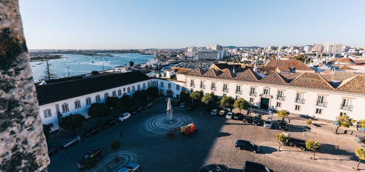 Vue sur Faro et les environs depuis la tour de sa cathédrale
