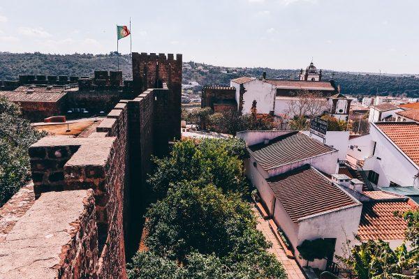 Sur les remparts du château de Silves en Algarve