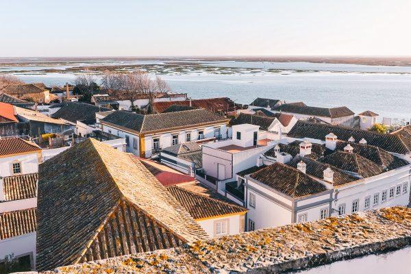 Vue sur Faro et la lagune de la Ria Formosa depuis la tour de la cathédrale