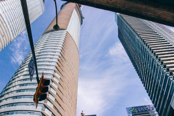 Des gratte-ciel dans le centre-ville de Toronto
