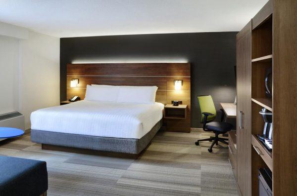 Une chambre de l'hôtel Holiday Inn Express de Toronto