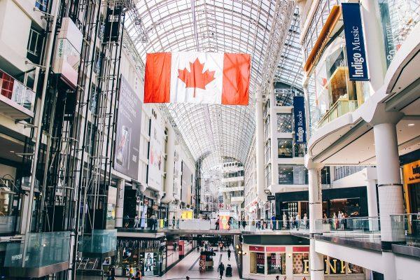 Dans le Toronto Eaton Centre