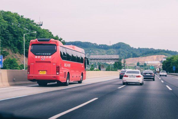 Voie de gauche parfois dédiée aux bus en Corée du sud