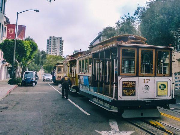 Cable car dans les rues de San Francisco