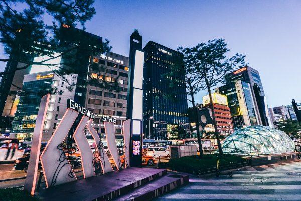 Quartier de Gangnam à Séoul de nuit