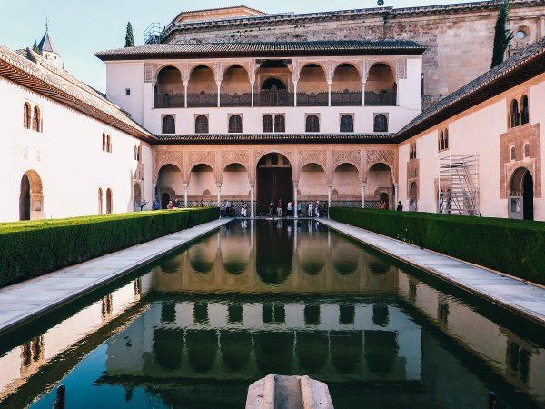 Bassin dans les palais Nasrides