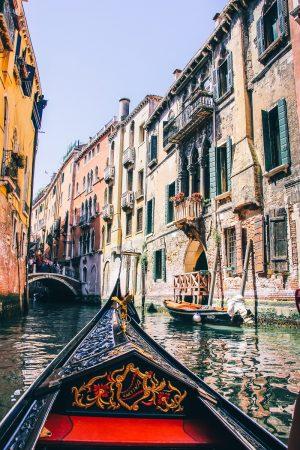 Sur une gondole à Venise